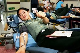 驻港部队为香港市民无偿献血