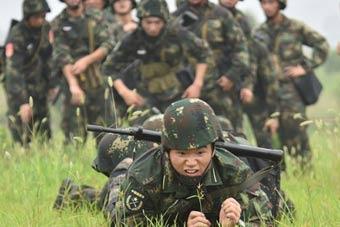 火箭军刚毕业国防生武装越野