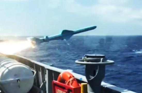 外军开着C28A护卫舰射导弹打靶
