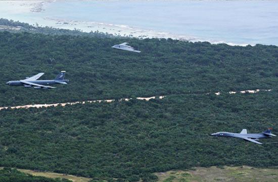美军轰炸机三巨头在关岛齐飞