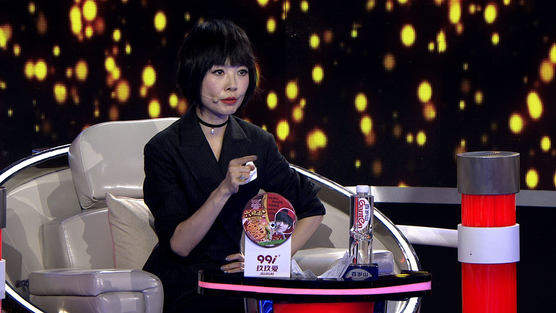 鲁豫减龄发型撞脸郭碧婷 乐嘉谏言团火药味渐浓