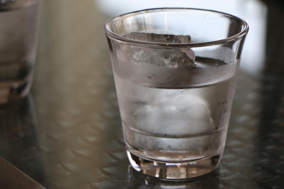白开水和矿泉水是糖尿病人补水首选