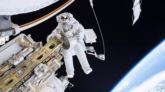宇航员镜头里的世界:超美宇宙空间站