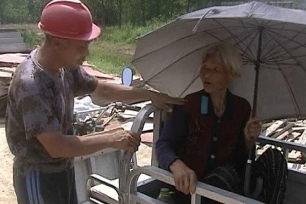 江苏5旬农民带着91岁母亲工地打工防老人丢失