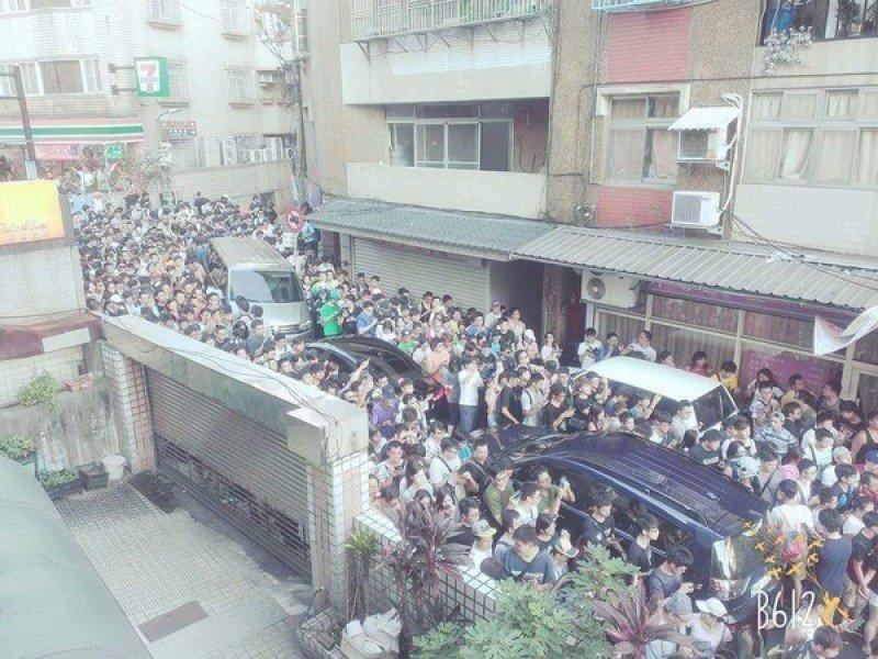 台湾疯狂游戏玩家聚集致交通瘫痪 进得来出不去