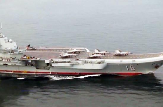 辽宁舰上五架飞鯊摆出箭式造形