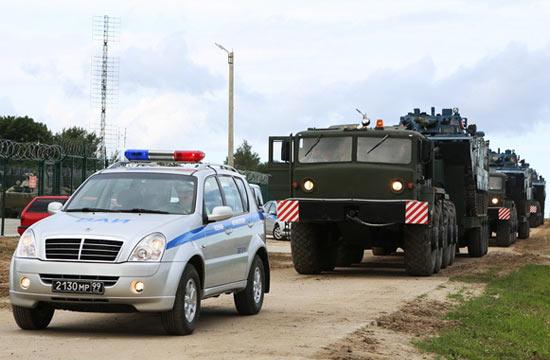俄警车为中国05两栖步战开道