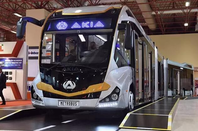 世界最长公交车在土耳其投入运行 长达25米!