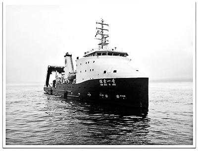 首次完成万米深海科考