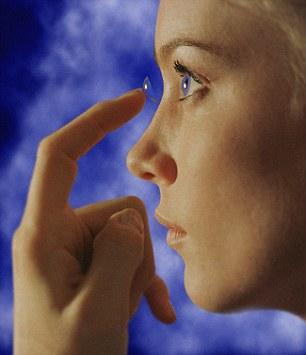 研究:戴隐形眼镜入睡可能致盲