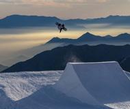 智利:单板滑雪高手内瓦多山谷间上演动感唯美大戏