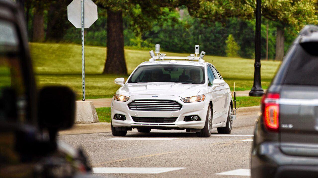 英公司设计无人驾驶跑车 场地测试拟参加比赛