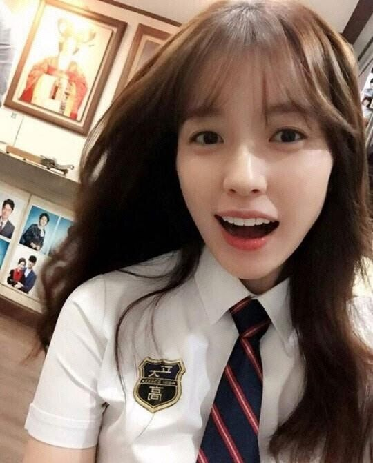 烧脑韩剧《W》女主韩孝周穿校服变中学生