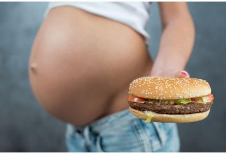 英研究:孕期吃垃圾食品或增加胎儿多动症风险