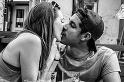 加拿大摄影师镜头记录街头浪漫一刻