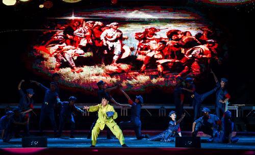 吉林市举行纪念红军长征胜利80周年歌舞表演