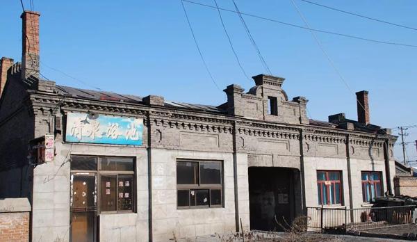 开国上将旧居遭强拆画面
