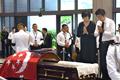 安倍携夫人双手合十悼念新加坡前总统纳丹