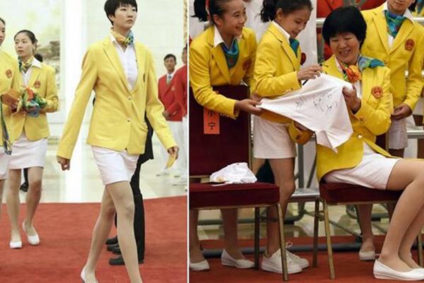 女排姑娘们穿上裙子 才知道她们腿有多长