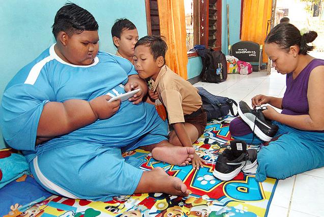 世界最胖男孩节食锻炼减10斤 恢复行走