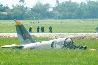 越南一飞机实战演习突发事故 1人死亡