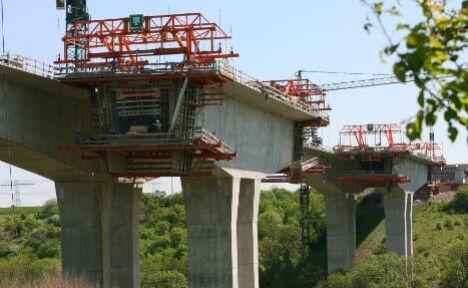 """德国第一座""""智能桥""""10月通车 可感应桥上车辆情况"""