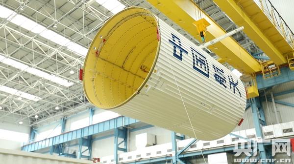 中国最大推力运载火箭长征五号启航赴文昌 年底首飞