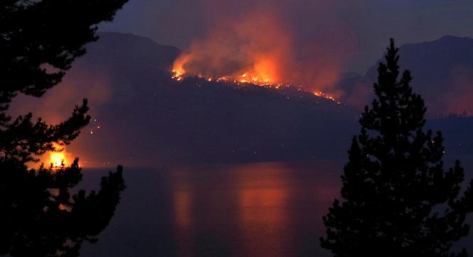 美大提顿国家公园发生山火 火势凶猛火焰冲天
