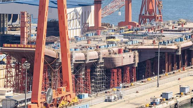 这船厂同时建造航母和052D