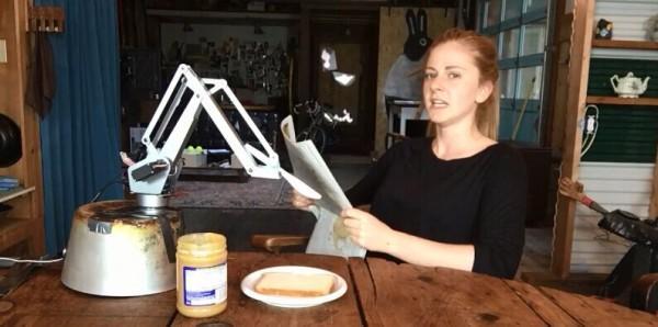 这台机器人真是一位糟糕透顶的三明治厨师