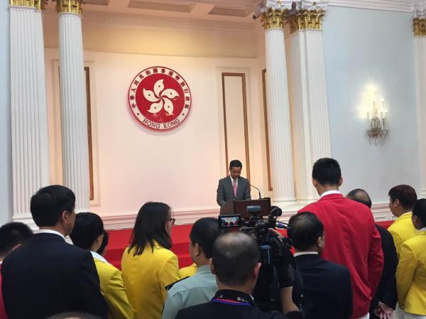梁振英欢迎奥运代表团:身为中国人十分骄傲