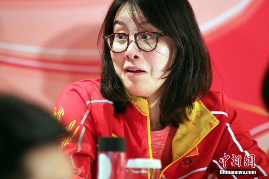 内地奥运代表团抵港 傅园慧贡献新表情包