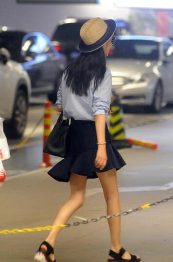 佟丽娅当妈后反而更瘦 一双筷子腿堪比郑爽