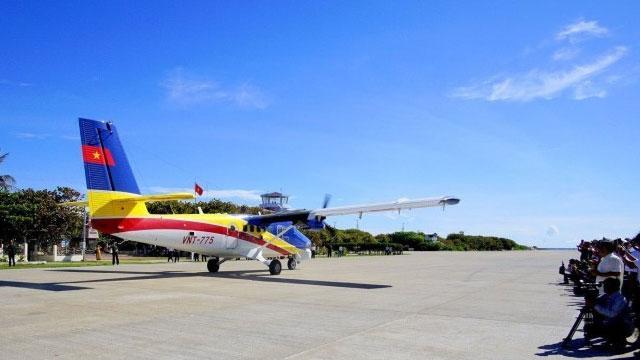 越南派出飞机降落我南威岛