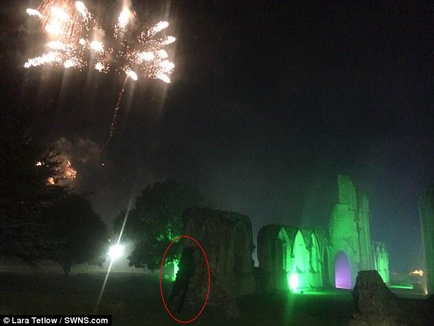 英女子废弃修道院拍到黑影 疑似16世纪僧侣幽灵