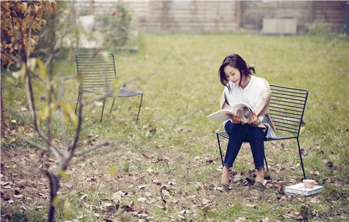 江一燕森系写真仙气满分 花木相衬恬静素雅
