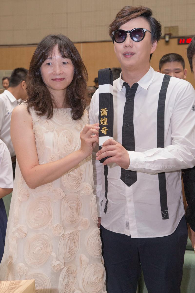 """萧煌奇回母校演讲荣获""""杰出校友"""" 将台北开唱"""