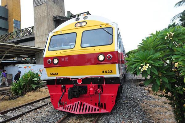 中国列车在曼谷火车站投入试运营