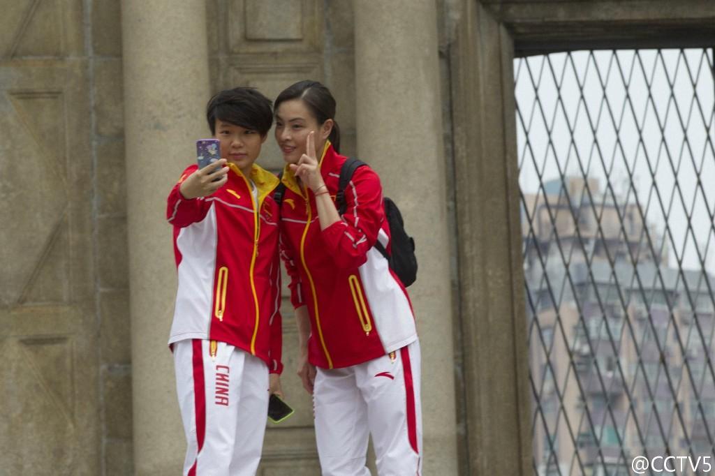 奥运内地精英团访澳 景点前自拍