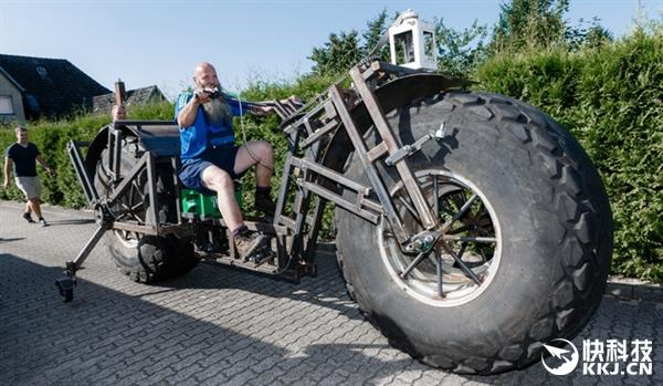德国大叔自制近一吨重自行车:挑战吉尼斯