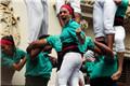 西班牙巴塞罗那民众叠罗汉 庆祝传统节日