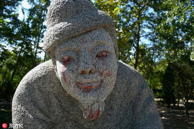 山东聊城一石像群遭涂鸦 涂眼抹嘴无一幸免