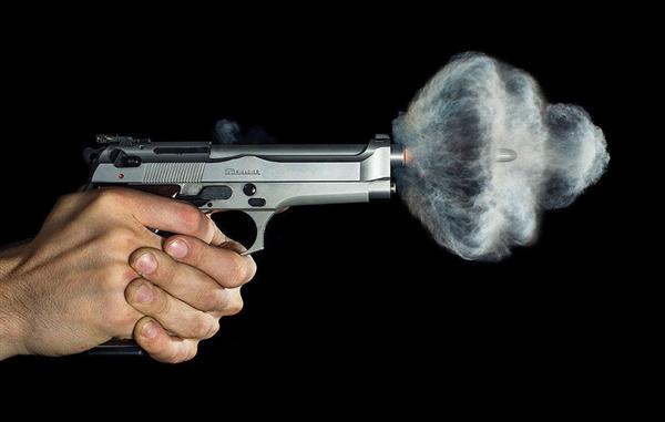 高速摄影机下的子弹出膛火焰瞬间:很美很壮观