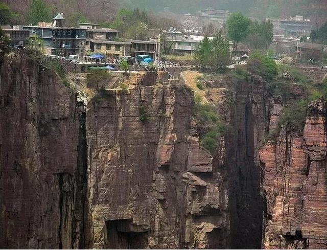 探访最危险的村庄:全村住在垂直悬崖上