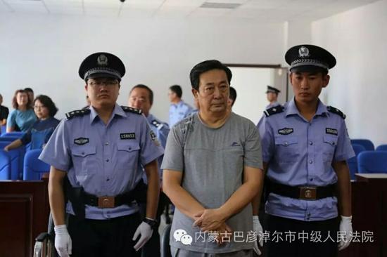 """""""武松变老虎"""" 内蒙古纪委官员受贿获无期徒刑"""