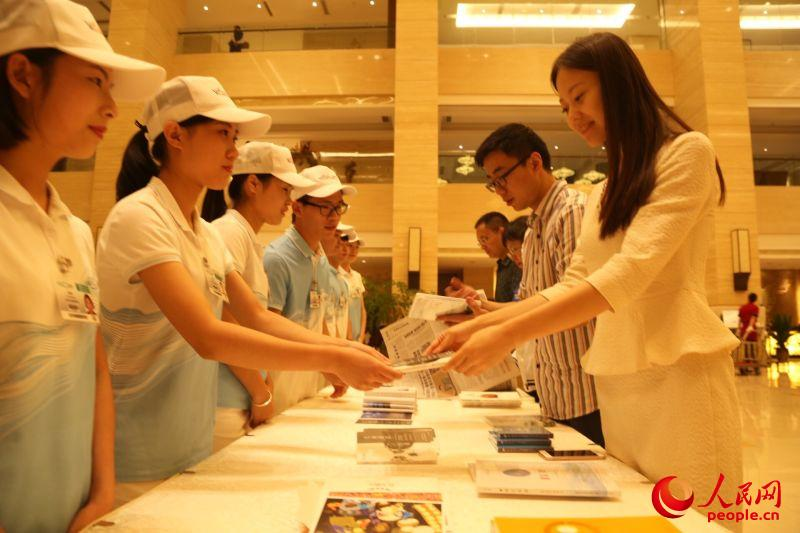 服务G20杭州大学生志愿者在行动
