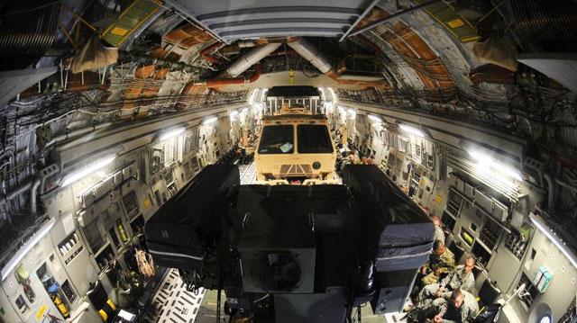 加拿大空军C17内部相当宽敞