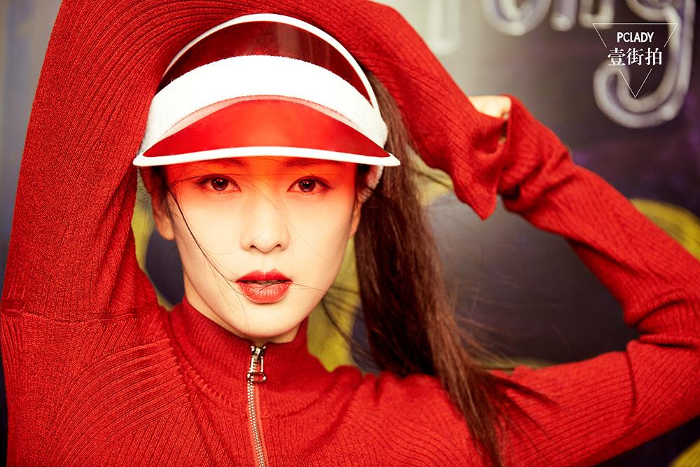 童瑶时尚街拍曝光 自由随性元气满满