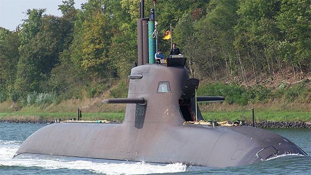德国212潜艇艇身真光滑