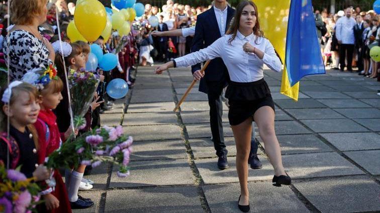 """乌克兰军校开学搞""""阅兵"""""""